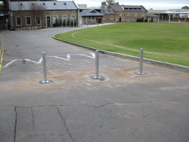 SPU Retractable Bollards